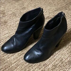 1937 footwear Made in Italy black leather boots.